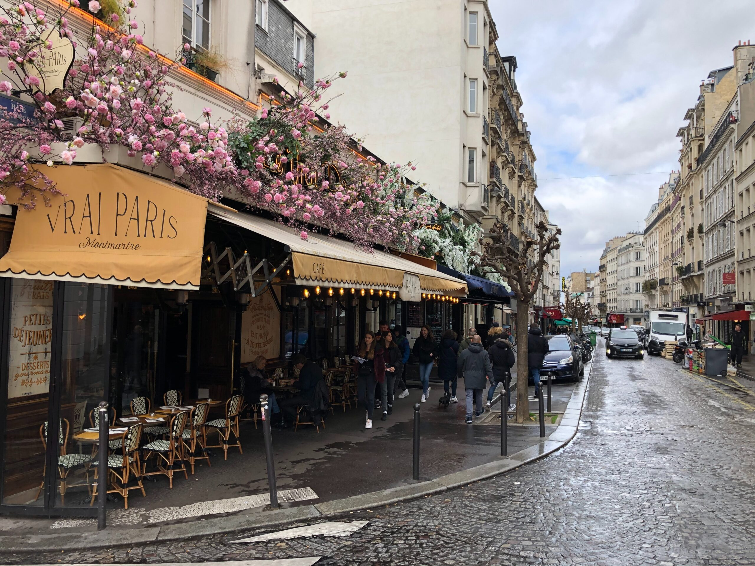 A MORNING IN MONTMARTRE